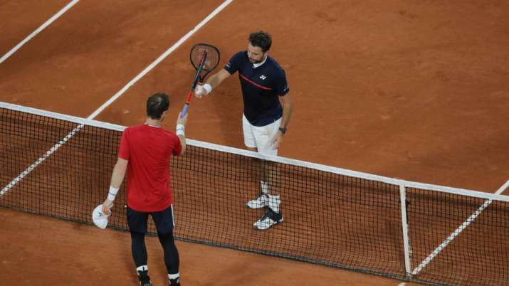 Britain's Andy Murray congratulates Switzerland's Stan