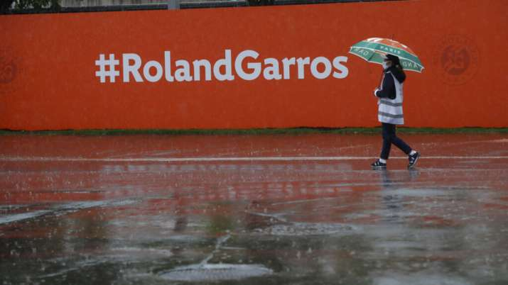[Image: french-open-roland-garros-rain-1-1601648561.jpg]
