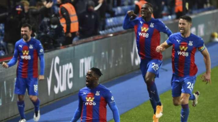 Crystal Palace's Jeffrey Schlupp, (15), celebrates after