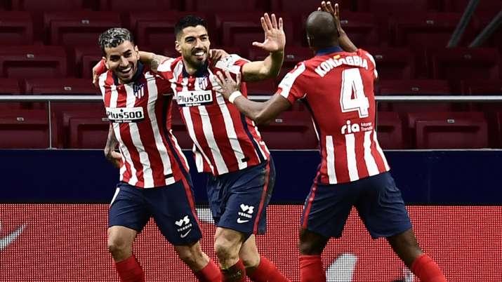 Atletico Madrid's Luis Suarez, center, celebrates with