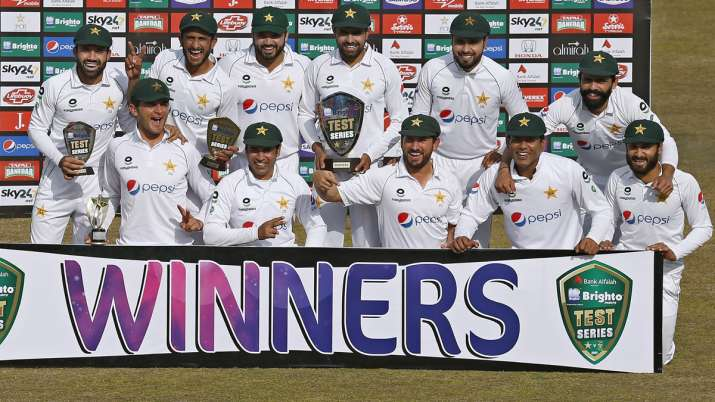 Pakistan's team pose for a photograph with the winning