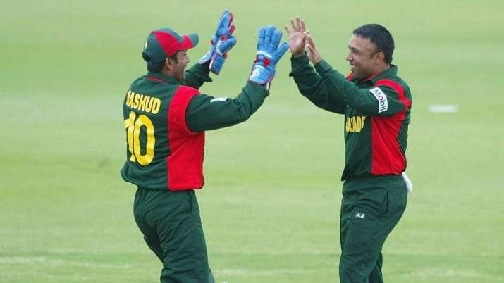 Wicketkeeper Khaled Mashud of Bangladesh with Khaled Mahmud