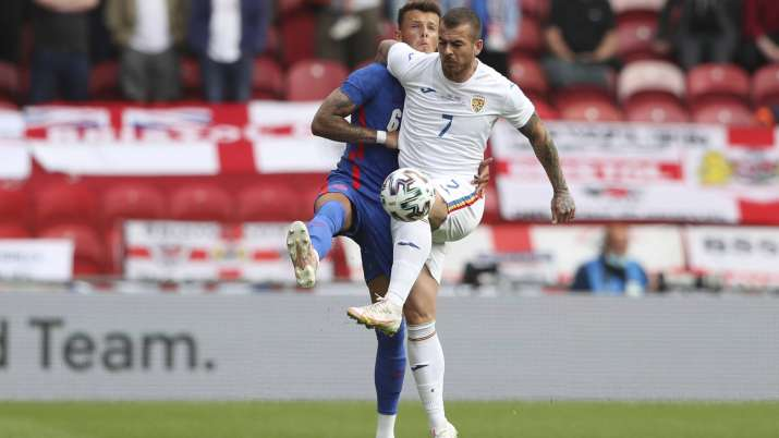 England's Ben White, left, challenges for the ball with