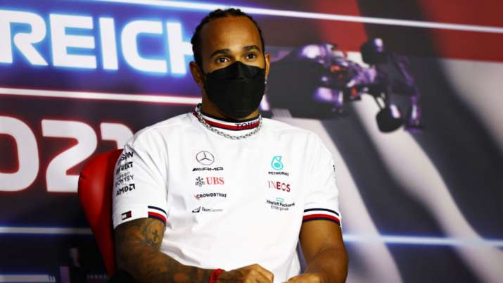 F1 champion Lewis Hamilton signs 2-year extension with Mercedes