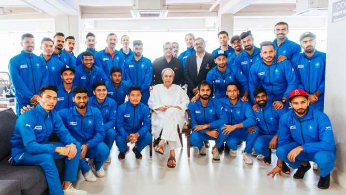 Odisha CM Naveen Patnaik with Indian men's hockey team