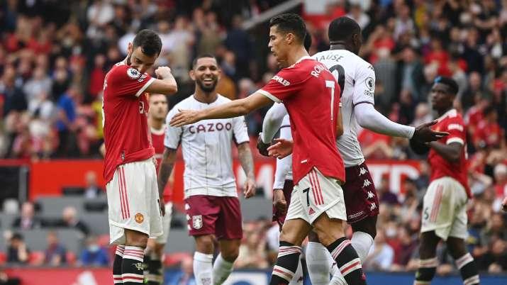 Bruno Fernandes of Manchester United looks dejected after